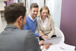 How do you become a real estate assistant ?